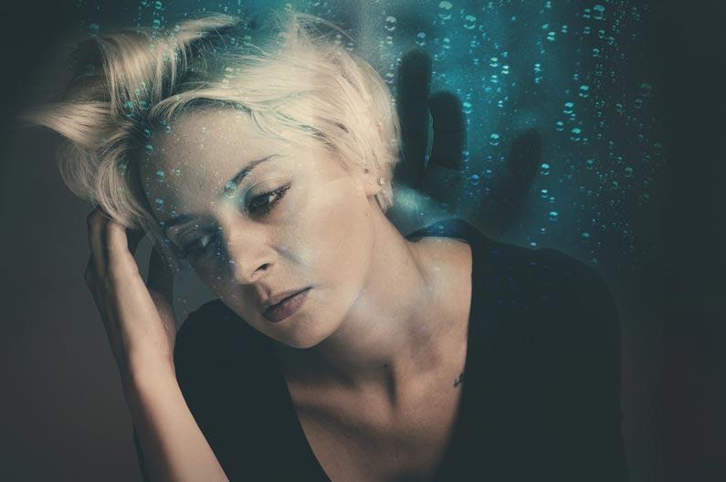 Mujer de mediana edad con ansiedad